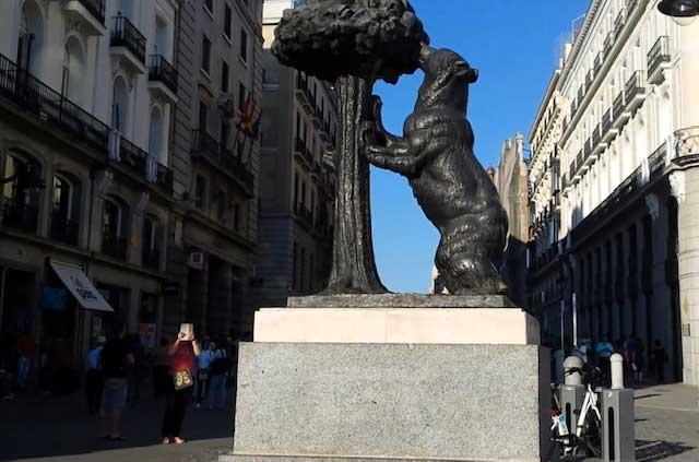 Estatua del oso y el madroño en Madrid