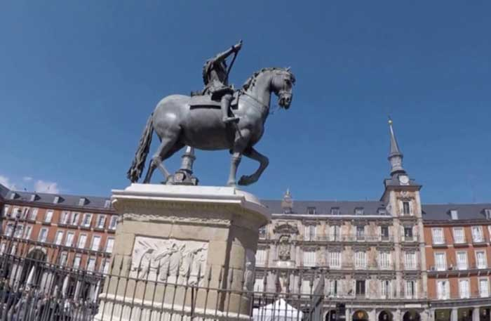 Estatua de la Plaza Mayor de Madrid
